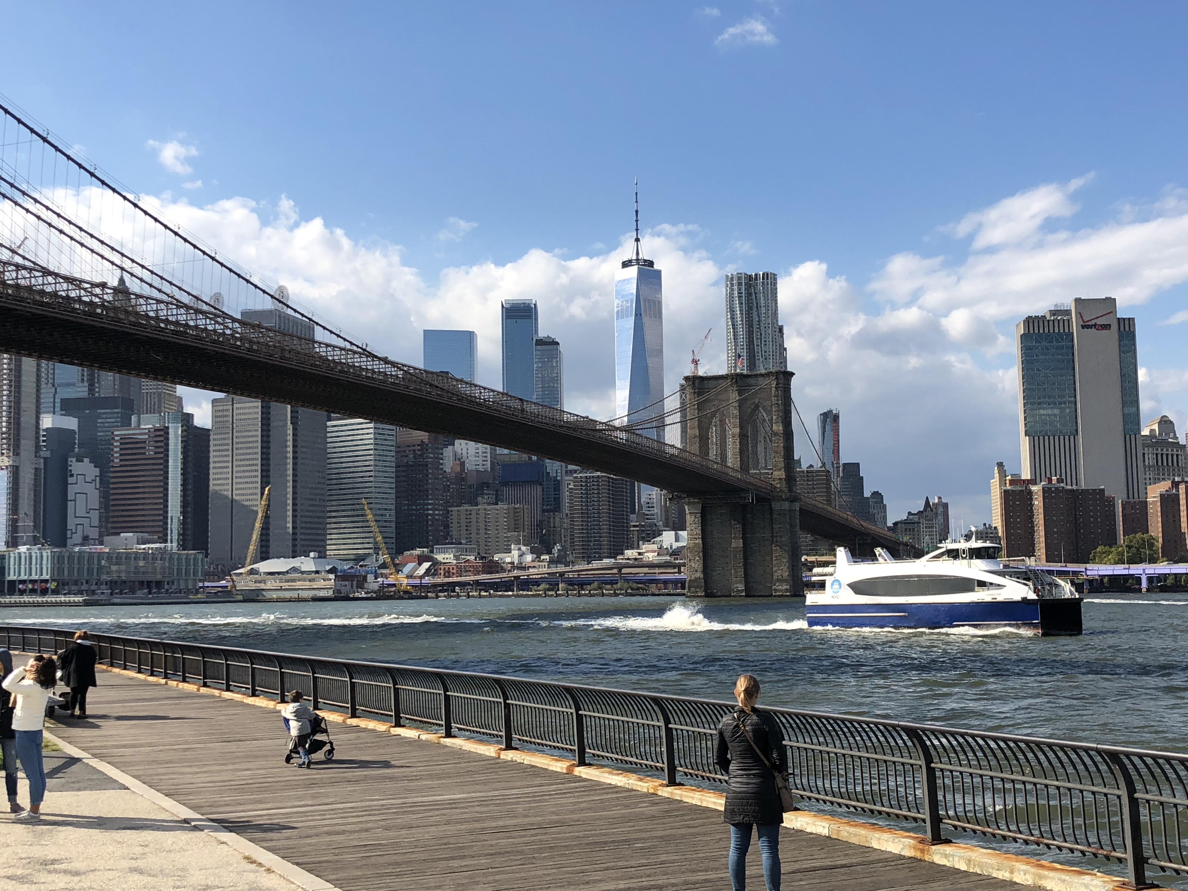 ブルックリンブリッジから見たマンハッタン